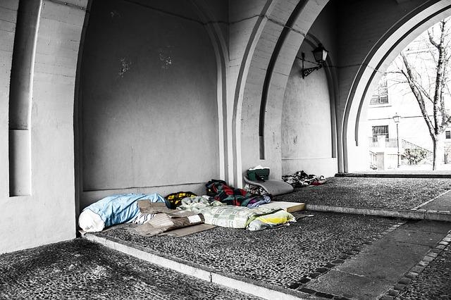 homeless-2090507_640