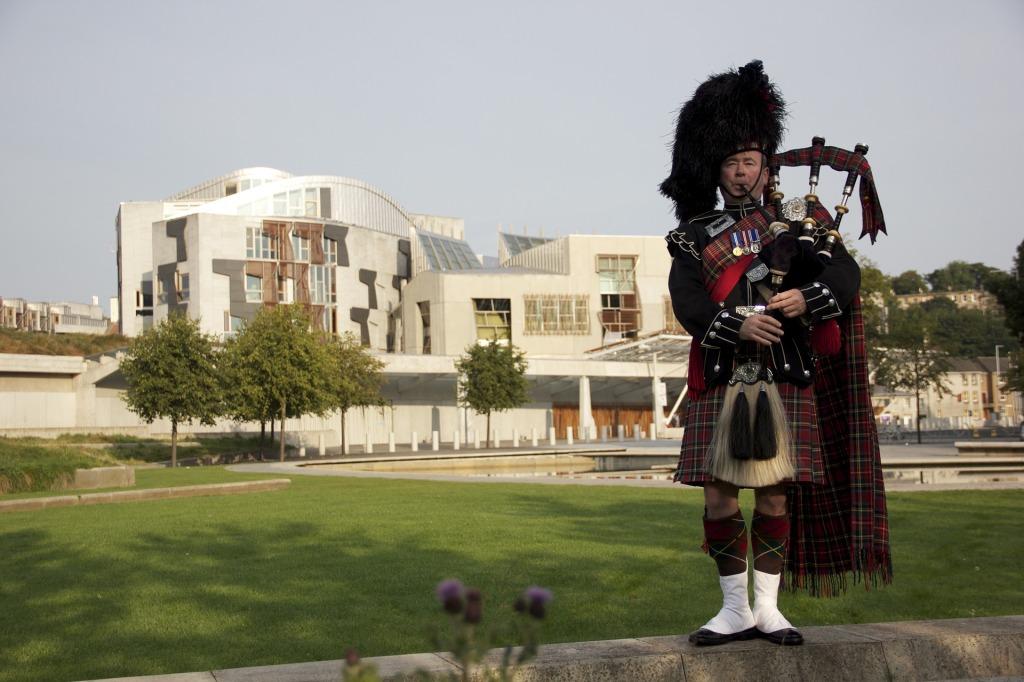 Photo of piper outside Scottish Parliament